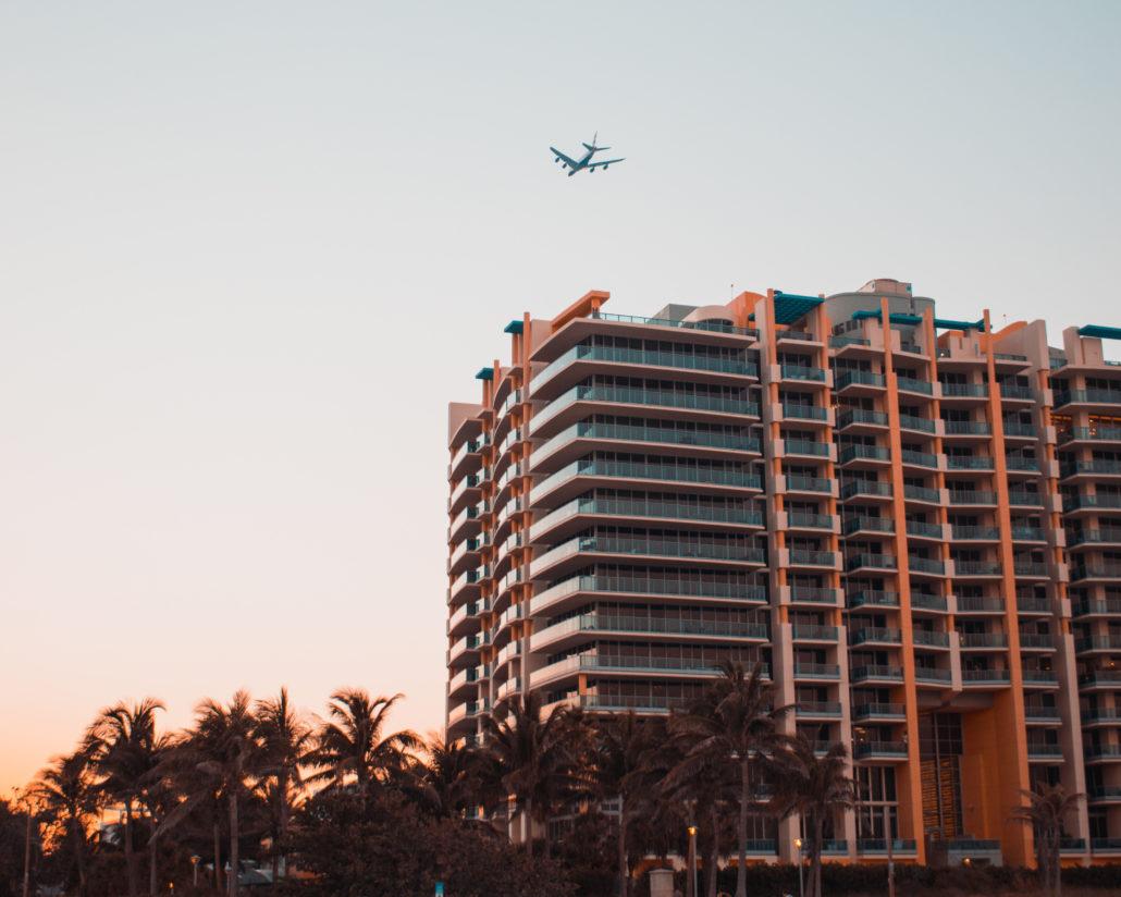 condo-palm-trees-plane